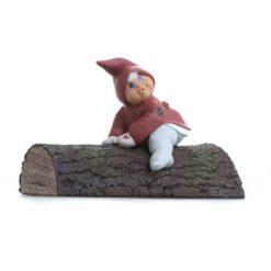 Esther på træstamme