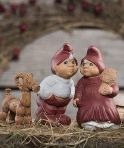 Sofie og Mathias med julebuk