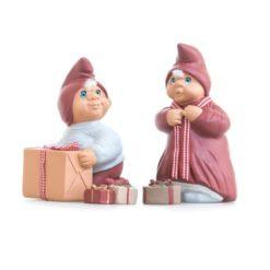 Josefine og Oliver med gaver