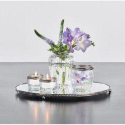 Lysfad med vaser og fyrfadsstager
