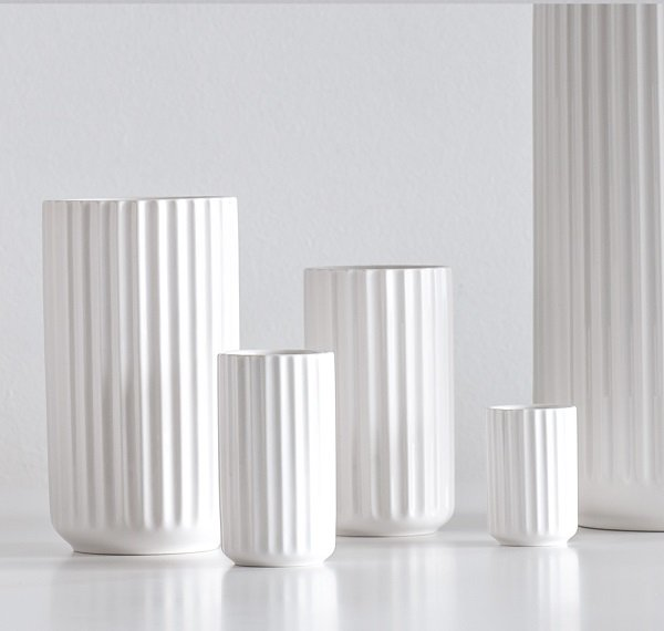 hvid lyngby vase k bes her den ikoniske lyngby vase 15 cm i hvid. Black Bedroom Furniture Sets. Home Design Ideas
